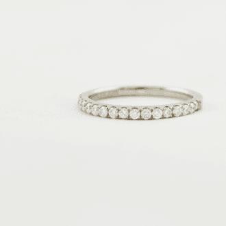 anillo con brillantes