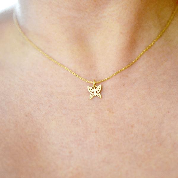 collar delgado de oro